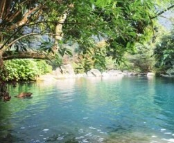 Featured image. Phng Nha. tranquil-aqua-pool_opt-400x400