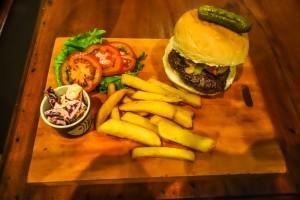 Paddy's Irish Pub hamburger, Hoi An