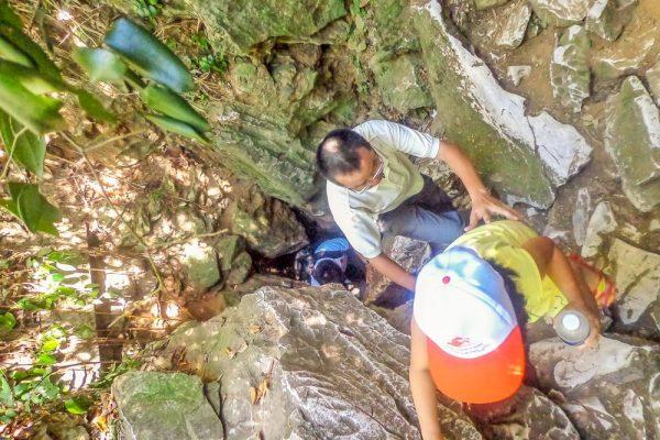 Marble Mountain (3) Climbing to the top, Da Nang, Hoi An
