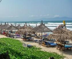 La Plage, An Bang Beach, Beach Bar, Beer, Cocktails, Beachside, Seaside, Ocean View, Cabana, Music, Pub, Restaurant, Hoi An, Vietnam, Lounge Chair, Sunchairs, Umbrellas