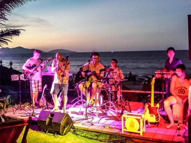 Soul Kitchen, An Bang Beach, Hoi An, musicians, live music, bars and nightlife, beach, kids