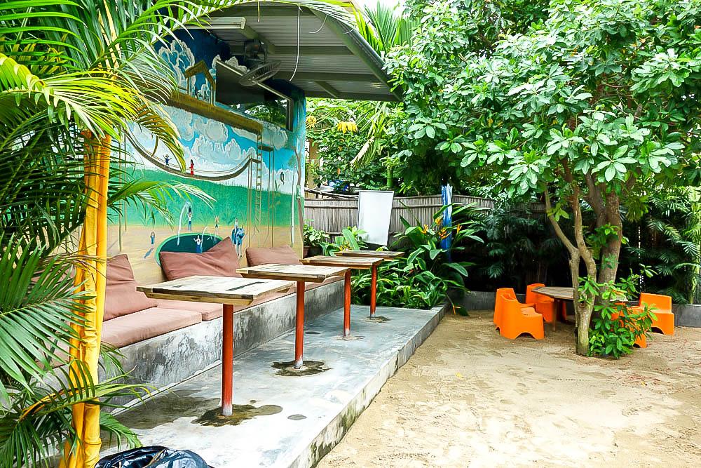 hoi an kids, playgrounds, dingo deli, kid friendly restaurants, swings, vietnam,