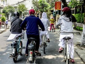 electric bikes, road rules of Vietnam, dangerous, bikes, cars, motorbikes