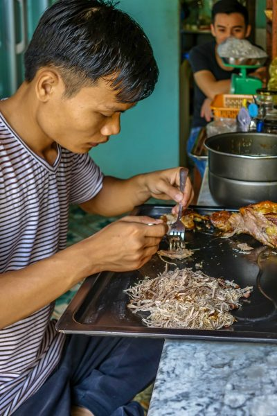 Nu Eatery, Hoi An, shredding chicken in the kitchen