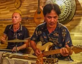 Guitar Hawaii, Hoi An, guitarist and drummer. Fender Bar