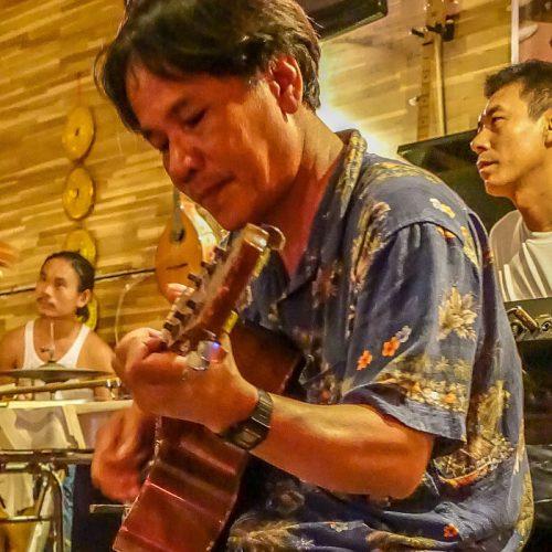 Guitar Hawaii, Hoi An, guitarist 1