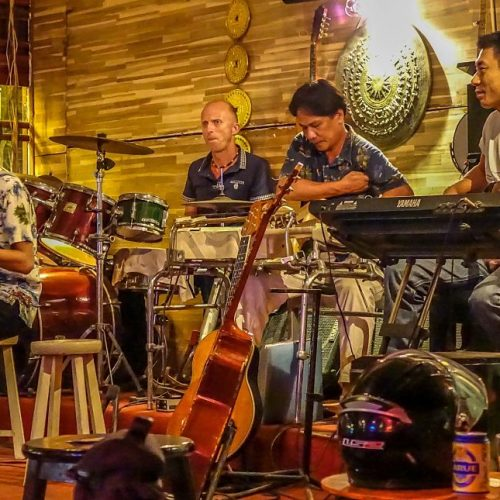 Guitar Hawaii, Bars in Hoi An, the house band. Fender bar