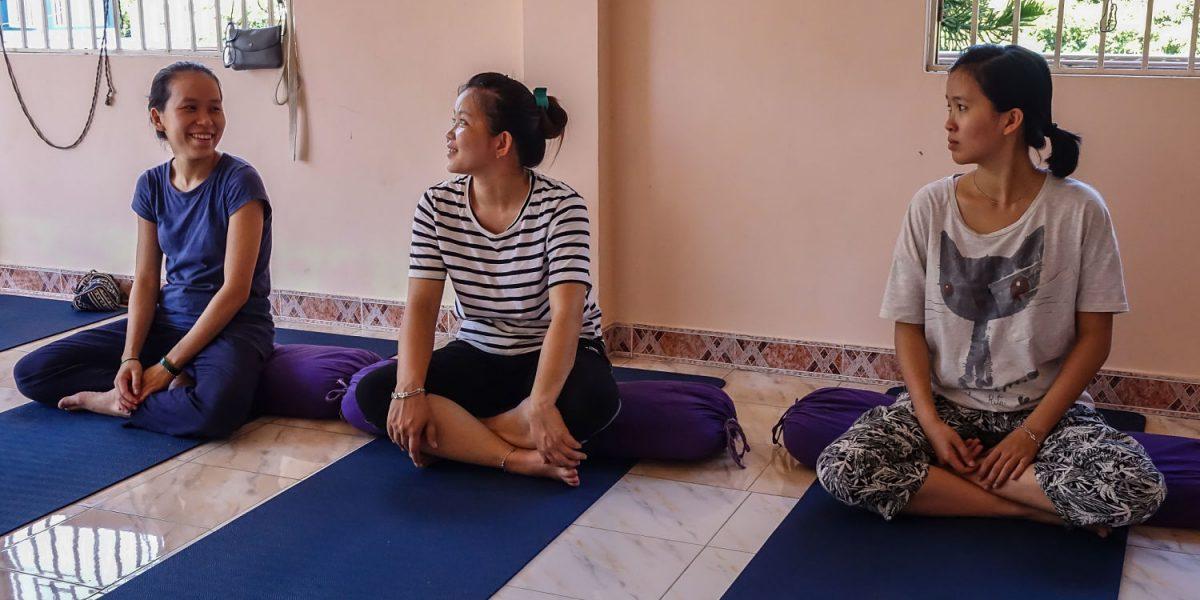 Meditation, 3 girls_opt