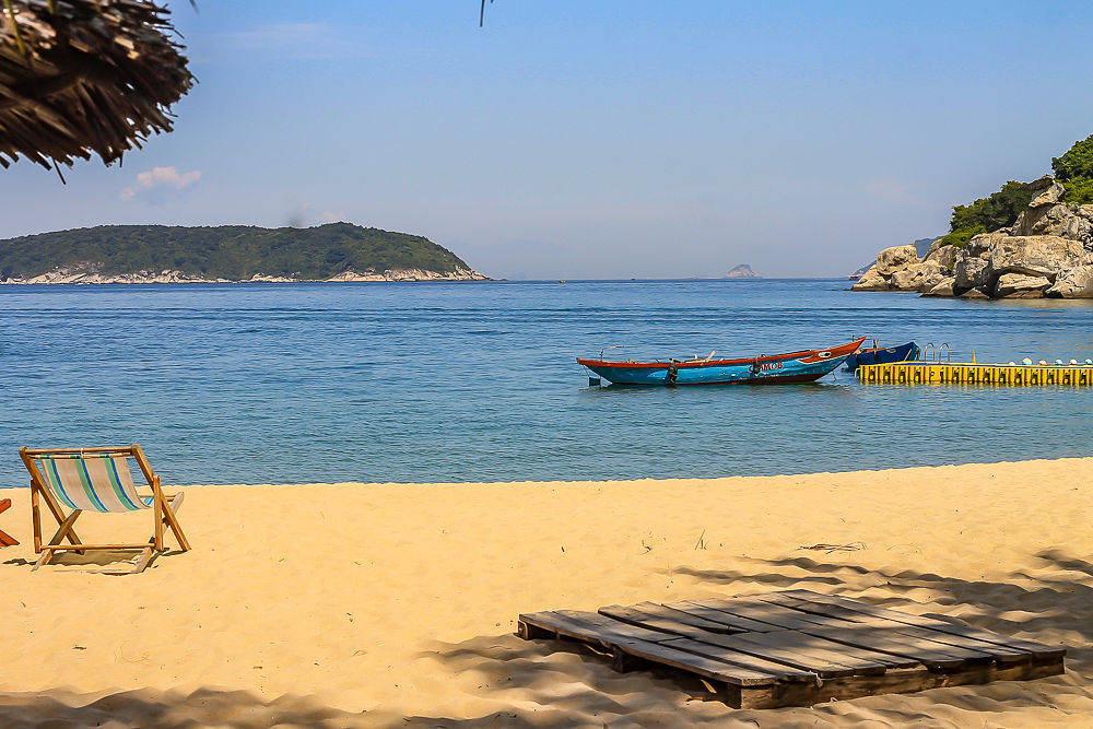 Cham island, beach view_opt
