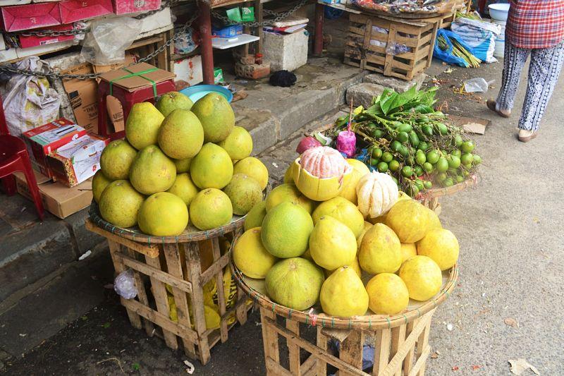 Central market, Hoi An, Pomelo