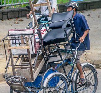 Hello Moto- bike peddler-_opt. Hoi An