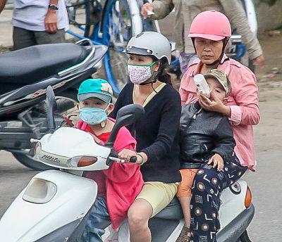 Hello Moto- grandma feeding-_opt