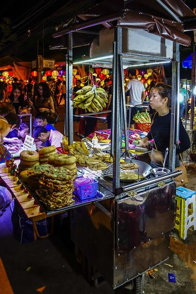 night-market-hoi-an-food-stall_opt