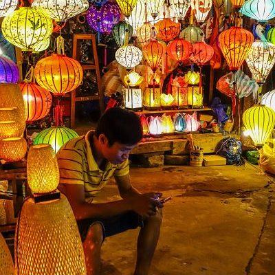 night-market-hoi-an-shopkeeper-2_opt