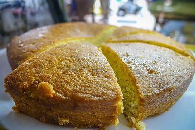 3-monkeys-cafe-hoi-an-cake