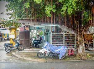 Outside Thanh Barber Shop