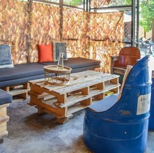 Digital Nomads, K'noy Coffee pallet table