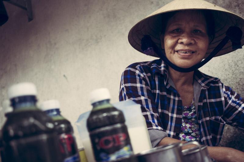 Noi Rang Market. Secret Market Drink lady