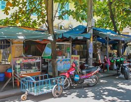 Thai Phien Street Hoi An food stalls