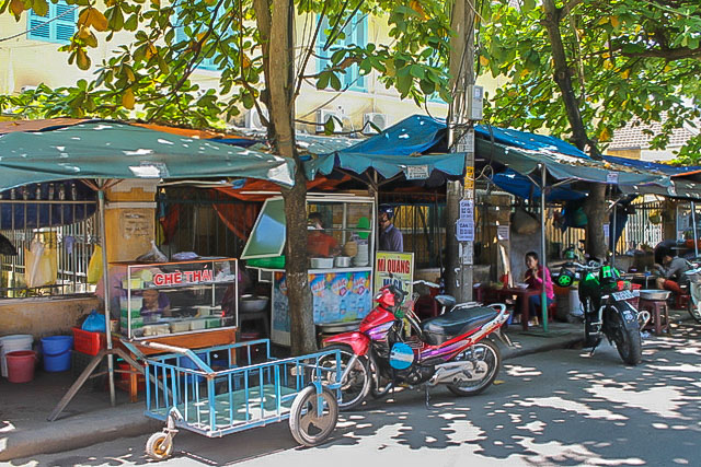 Thai Phien: Street Food and Street Life in Hoi An, Vietnam