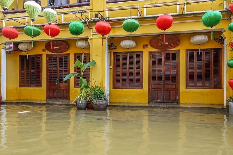 Floods in Hoi An: 2016. Cargo