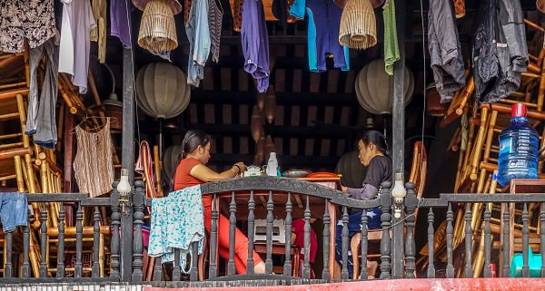 Floods in Hoi An: 2016. Drying the washing on the second floor