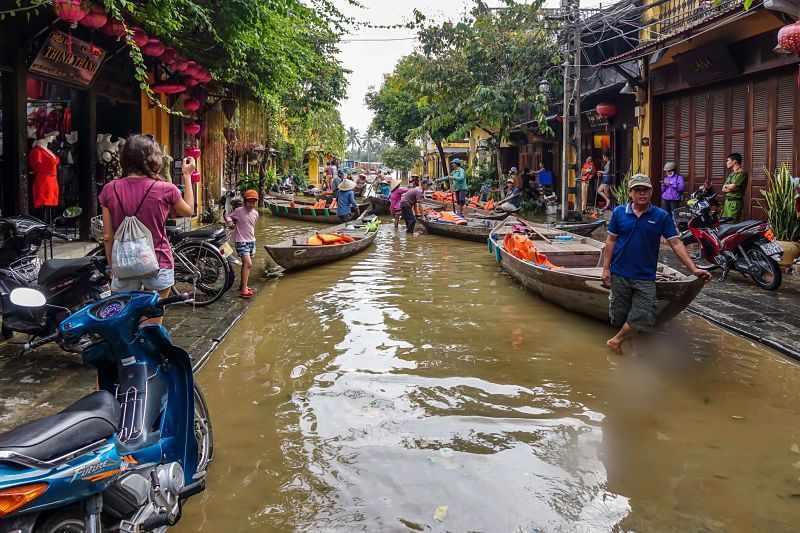Floods in Hoi An: 2016. Sampans marshalling Le Loi Street