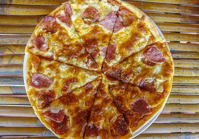 RESTAURANT & CAFE TUAN Pizza