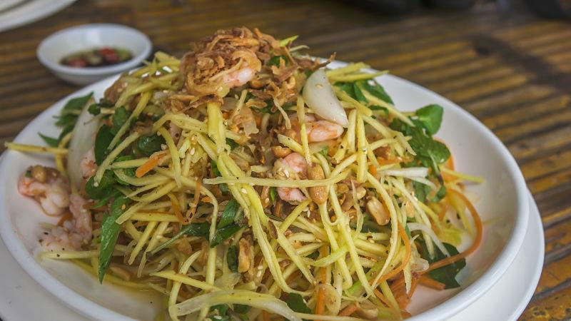 RESTAURANT & CAFE TUAN salad 2