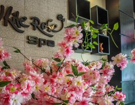 White Rose Spa, Hoi An. Flowers