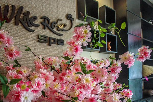 White Rose Spa, Hoi An. Flowers