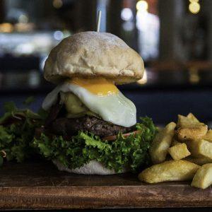 Dingo Deli, Hoi An, burger
