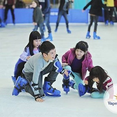 Vinpearl ice skating kids