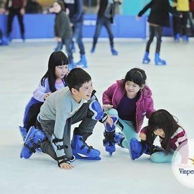 Vinpearl ice skating kids