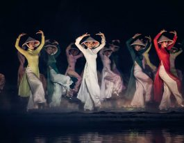 Hoi An Memories Show.. Women Dancing