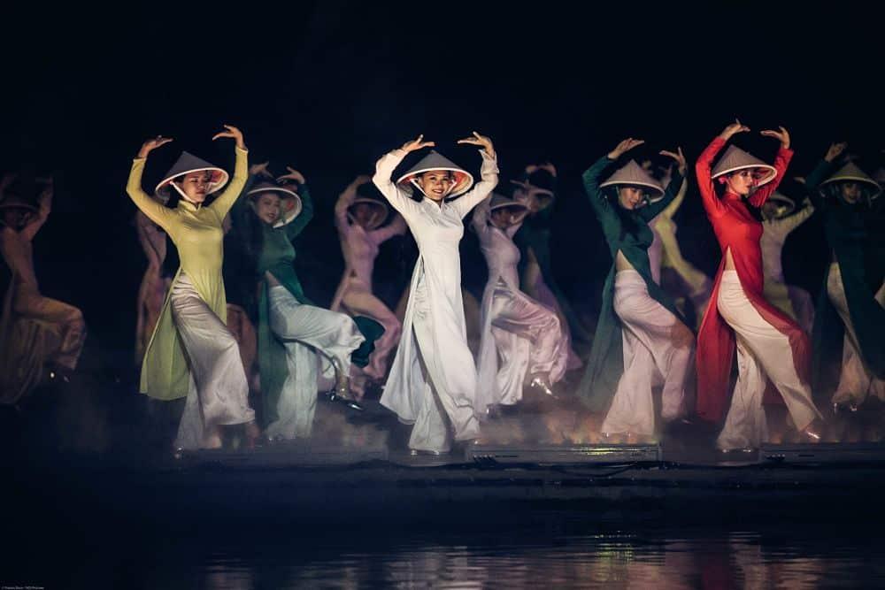 Hoi An Memories Show.. Women Dancing